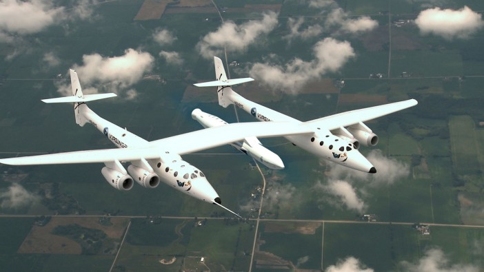 ภาพการทดสอบจรวด LauncherOne ติดไว้กับเครื่องบินขนส่งอวกาศ White Knight Two ที่มาของภาพ : www.space.com
