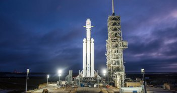 SpaceX เตรียมนำจรวด Falcon Heavy ทั้ง 3 ท่อนลงจอดพร้อมกันเป็นครั้งแรก