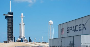 spacex-falcon-heavy-launches-arabsat-6a-success